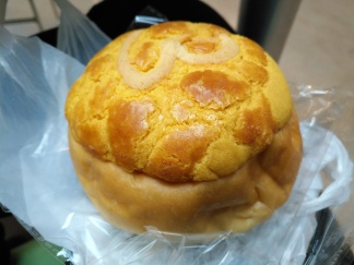 Custard Bun with Crispy Topping